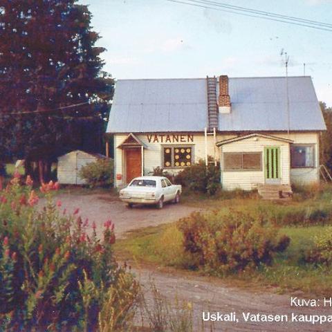 Vatasen kauppa Kiihtelysvaaran Uskalissa 40 vuotta sitten